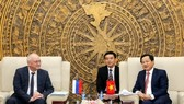 Vietnamese Government Inspector General Le Minh Khai (R) and Alexander Anikin, Deputy Head of the Anti-Corruption Department of the Russian President at their meeting in Hanoi on February 18 (Photo: Vietnamese Government Inspectorate)