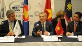 Vietnamese Ambassador to Mexico Nguyen Hoai Duong (C) speaks at the forum (Photo: VNA)
