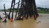 The Thai Army is keeping close watch on Mon (Uttamanusorn) bridge, the country's longest wooden bridge, as continuous rain slashes through the western province of Kanchanaburi. (Source: floodlist.com)