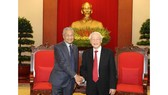 Party General Secretary and President Nguyen Phu Trong hosted a reception for visiting Malaysian Prime Minister Mahathir Mohamad in Hanoi on August 28 (Photo: VNA)