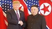 Tổng thống Donald Trump và Chủ tịch Kim Jong-un bắt tay tại Hà Nội