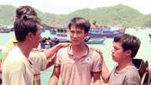 Cứu kịp thời 3 ngư dân Khánh Hòa bị tàu lạ đâm chìm giữa biển