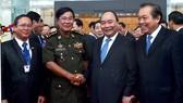 Thủ tướng Nguyễn Xuân Phúc đón Thủ tướng Vương quốc Campuchia Hun Sen. Ảnh: VGP/Quang Hiếu