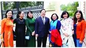 Đại sứ Nguyễn Thanh Sơn cùng đoàn cán bộ báo chí TPHCM tại Liên bang Nga. Ảnh: TÔ ĐÌNH TUÂN