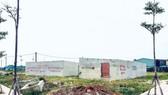 Những căn nhà dã chiến xây lên để lách luật tại  một dự án phân lô trên đường Nguyễn Xiển, quận 9 TPHCM