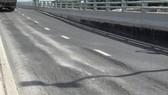 Đường dẫn cầu Mỹ Thủy đã xảy ra hư hỏng