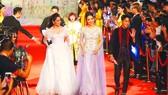 Đông đảo nghệ sĩ trong nước và quốc tế đã tham dự lễ khai mạc Liên hoan phim quốc tế Hà Nội lần thứ V- 2018