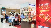 Khách hàng sẽ có cơ hội mua sắm thả ga với với ưu đãi đến 30% trong ngày hội bán hàng lớn nhất năm của Sacombank-SBJ tại SaiGon Centre  