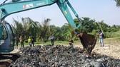 Vụ san lấp chất thải tại Bình Chánh: Cơ quan chức năng lấy mẫu trưng cầu giám định