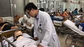 Các bác sĩ tích cực chăm sóc các nạn nhân