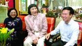 Ủy viên Bộ Chính trị, Trưởng ban Tuyên giáo Trung ương Võ Văn Thưởng thăm và chúc tết NSƯT Minh Vương