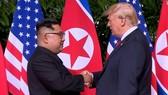 Tổng thống Mỹ Donal Trump và nhà lãnh đạo Triều Tiên Kim Jong-un tại cuộc gặp thượng đỉnh lần đầu tiên ngày 12-6-2018