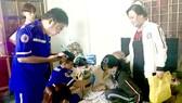 Các y bác sĩ Trung tâm Cấp cứu 115 TPHCM tích cực cấp cứu  bệnh nhân trong ngày tết