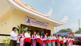 Nghi thức cắt băng khánh thành Nhà tưởng niệm Mẹ VNAH Trần Thị Viết