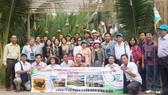 100 nông dân giỏi được Công ty Bình Điền đưa đi thăm quan và học tập kinh nghiệm tại Thái Lan. Ảnh: CÔNG DANH