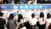 Người lao động tham gia hội chợ việc làm tại Hàn Quốc
