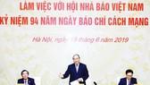 Thủ tướng Nguyễn Xuân Phúc phát biểu tại buổi làm việc với Hội Nhà báo Việt Nam. Ảnh: TTXVN