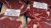 Thịt bò được bày bán tại một chợ ở Washington, DC, Mỹ. Ảnh: AFP/TTXVN
