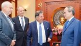 Bí thư Thành ủy TPHCM Nguyễn Thiện Nhân  tiếp các doanh nghiệp Đức. Ảnh: VIỆT DŨNG