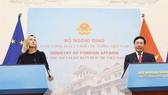 Phó Thủ tướng, Bộ trưởng Bộ Ngoại giao Phạm Bình Minh và Phó Chủ tịch Ủy ban Châu Âu Federica Mogherini gặp gỡ báo chí sau hội đàm. Ảnh: Lâm Khánh/TTXVN