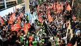 Công nhân, viên chức ngành vận tải tiến hành bãi công phản đối cải cách lương hưu, tại Paris (Pháp) ngày 13-9-2019. Ảnh: AFP/TTXVN