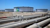 Bên trong cơ sở lọc dầu Ras Tanura của Saudi Aramco. Ảnh: Reuters