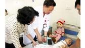 Phó Chủ tịch nước Đặng Thị Ngọc Thịnh vui Trung thu với bệnh nhi ung thư