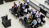 """Bị cáo Hà Văn Thắm cùng các đồng phạm trong phiên tòa phúc thẩm xét xử """"đại án"""" tại OceanBank"""