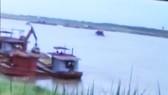 """Sự thật clip """"cát tặc"""" lộng hành trên sông Hồng ngay sát tàu cảnh sát"""