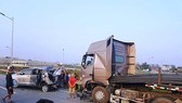 Hủy 2 bản án sơ thẩm và phúc thẩm vụ án xe container đâm vào xe Innova đi lùi trên cao tốc