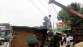 Xe tải chở bộ đội bị lật, nhiều chiến sĩ bị thương