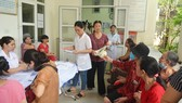 Đổ xô khám sức khỏe sau vụ cháy công ty Rạng Đông