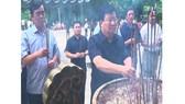 Phó Thủ tướng Trịnh Đình Dũng dâng hương tri ân các anh hùng liệt sĩ tại Nghĩa trang Liệt sĩ quốc gia Trường Sơn.