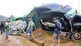 Hiện trường một vụ tai nạn lật xe tại huyện Phú Lộc, Thừa Thiên - Huế