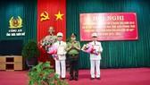 Hai lãnh đạo Cảnh sát PCCC tỉnh Thừa Thiên - Huế nhận quyết định giữ chức vụ Phó Giám đốc Công an tỉnh
