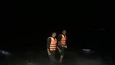 Nỗ lực tìm kiếm người mất tích khi cứu 2 sinh viên bị sóng biển cuốn trôi