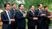 Phó Thủ tướng Vương Đình Huệ và đoàn đến dâng hương, dâng hoa tại khu mộ Uy viễn tướng công Nguyễn Công Trứ