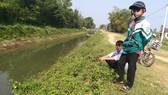 Chương và Anh tại hiện trường cứu sống 2 em nhỏ bị đuối nước