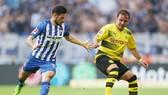Mario Goetze (phải) vẫn chưa ghi được một bàn thắng nào trong 385 phút có mặt trên sân. Ảnh: Getty Images
