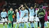 HLV Pep Guardiola không nán lại sân ăn mừng vì muốn tránh rắc rối, nhưng cuối cùng nó vẫn xảy ra. Ảnh: Getty Images