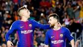 Deulofeu (trái) không còn sát cánh với Messi khi đã chuyển đến Watford. Ảnh: Getty Images