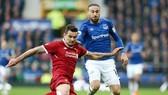 Everton (phải) và Liverpool vừa làm nên một trong những trận derby Merseyside thiếu cảm xúc nhất lịch sử. Ảnh: theo Premier League