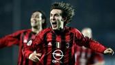 10 năm khoác áo AC Milan là đỉnh cao chói lọi trong sự nghiệp của Andrea Pirlo. Ảnh: Sky Sports