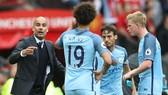 Kevin De Bruyne (phải) tin anh cùng nhiều ngôi sao của Man.City đã phát triển hơn dưới quyền HLV Pep Guardiola. Ảnh: Getty Images