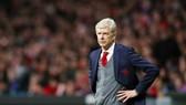 HLV Arsene Wenger không dễ vượt qua nỗi thất vọng sau đoạn kết buồn cùng Arsenal. Ảnh: Getty Images