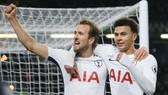 Như HLV Arsene Wenger cảnh báo, sau Harry Kane sẽ là Dele Alli (phải) được Tottenham bán đi? Ảnh: Getty Images