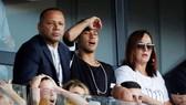 Gia đình Neymar dường như đã đặt cả trái tim ở Real. Ảnh AS.