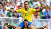 Neymar (trên) đang dần truyền những nguồn cảm hứng đầu tiên cho Brazil. Ảnh: Getty Images