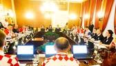 Các chính trị gia Croatia đi làm với đồng phục là màu áo tuyển quốc gia. Ảnh Bleacher Report Football.