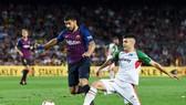 Suarez chơi không tốt trong trận mở màn của Barca. Ảnh: Getty Images